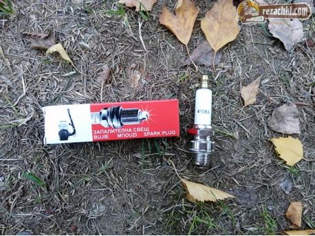 Свещ за моторна пръскачка 4106J